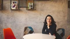 Деси Стоянова и как смартфоните се превърнаха в мобилен офис, по-тънък от работен тефтер