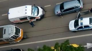 Патрулка, минала на червено, удари няколко коли в София