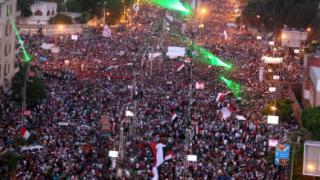 16 жертви при сблъсъци в Кайро, Мурси отказва да се оттегли