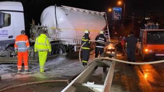 Катастрофа с цистерна затрудни движението на входа на Велико Търново