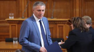 Мустафа Карадайъ разтревожен от шестващия популизъм в 45-то НС