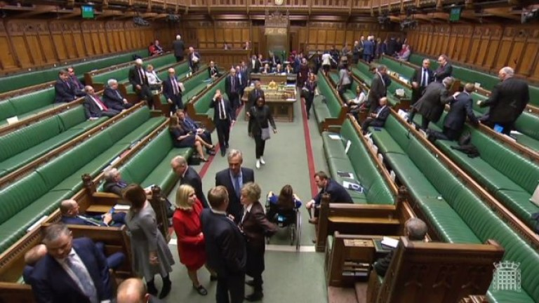 Британският парламент сътвори прецедент. Депутат от Лейбъристката партия отложи планирано
