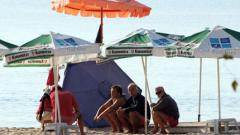 Щетите от зимните бури вдигнали цените на чадъри и шезлонги по морето