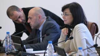 Кунева спазва сроковете в анекса и без подписа на РБ