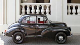 Класическите автомобили получават нов живот с електрическо сърце