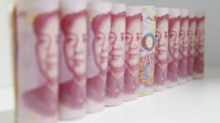 """Спадът на юана """"изтри"""" $320 милиарда от резервите на Китай"""
