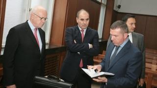 Гаф на прокуратурата оправдава окончателноЦветанов по делото за подслушване?