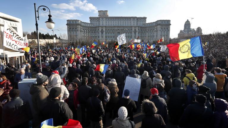 Хиляди на протест срещу задължително ваксиниране в Румъния