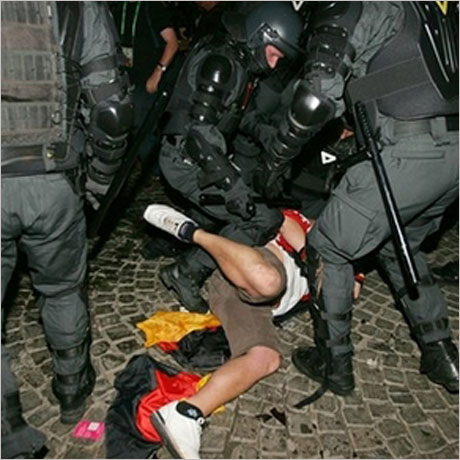 Полицаи прегазиха фен в Чили