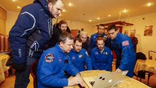 Трима космонавти успешно се върнаха от МКС