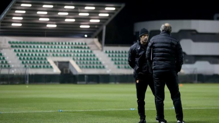 Йордан Лечков посетитренировката на националния отбор. На базата в