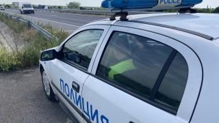 Тир с дърва се обърна на пътя Пловдив-Смолян