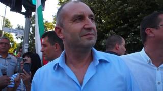 Румен Радев зове да не влизаме в капана на Борисов
