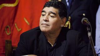 Диего Марадона е бил в контакт със заразен с коронавирус, изолира се в Аржентина
