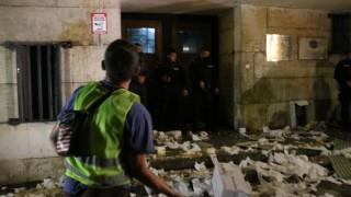 43-а вечер на протести: Обстрел с яйца, домати и тоалетна хартия срещу МВР