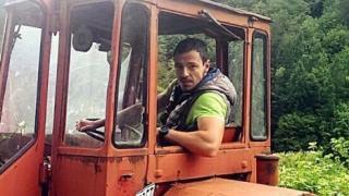 Щурият репортер Дани Петканов се качи на трактор
