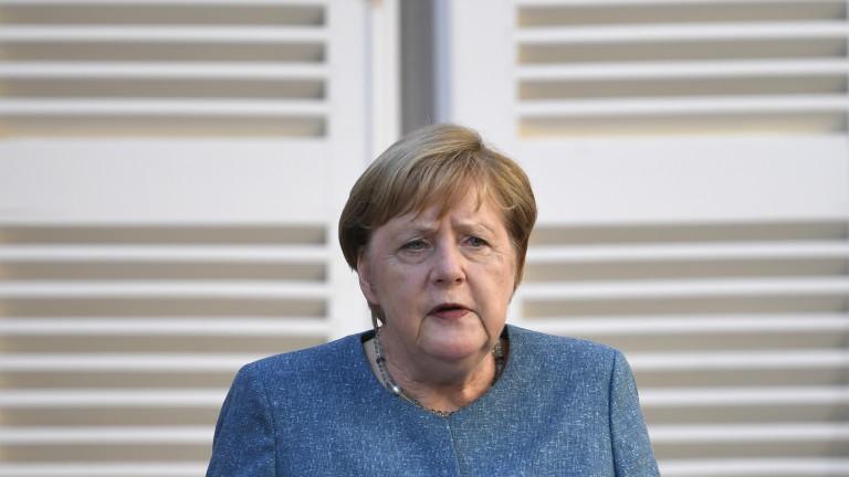 """Меркел иска от Русия разследване по случая """"Навални"""""""