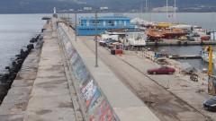 Четири екипа издирват второто дете, паднало в морето край Варна