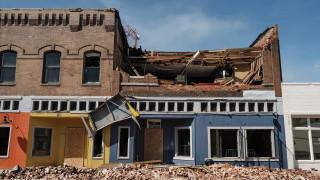 """Ураганът """"Лора"""" уби четирима, разруши 600 000 сгради в САЩ"""