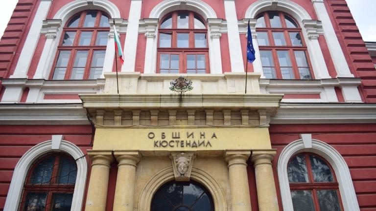 Съкращават служители на община Кюстендил заради кризата