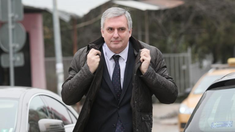 """Борисов е извън закона с отстраняването на """"Джи Пи Груп"""", обяви Калфин"""
