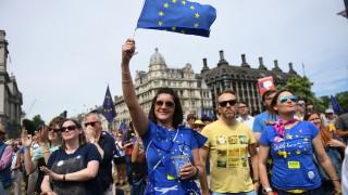 100 хил. души в Лондон настояват за нов референдум за Брекзит