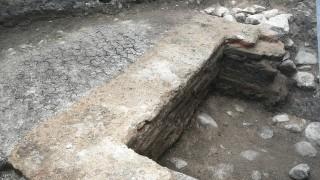 """Откриха античен гроб до """"Св. Александър Невски"""""""