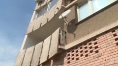 Дете е с тежки травми след падане от втория етаж
