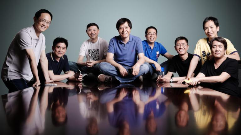 8-те основатели на Xiaomi, по средата е Лей Джун