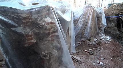 Три антични зида откриха при разкопките на Лъвов мост