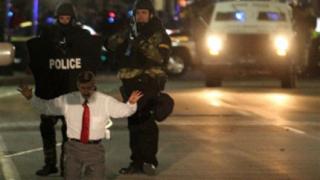 Психично болен взе заложници в предизборния щаб на Хилари Клинтън