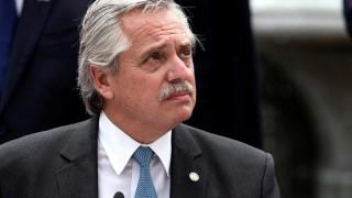 Президентът на Аржентина положителен за коронавирус, въпреки ваксинацията