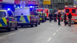 Мъж нападна с нож хора до главната жп гара във Франкфурт