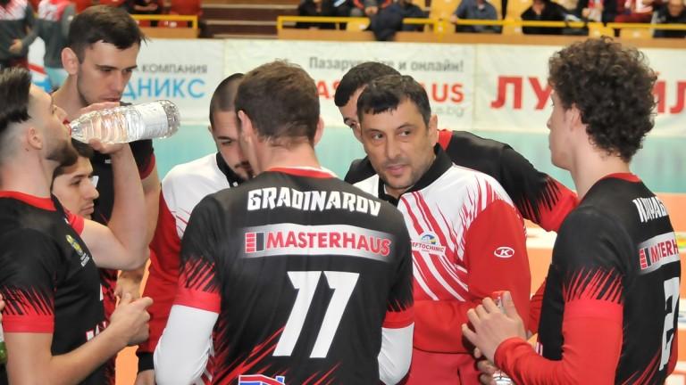 Волейболният Нефтохимик взима играчи на Левски и Арда