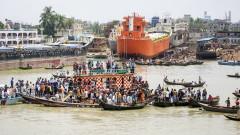 30 жертви при корабокрушение в Бангладеш