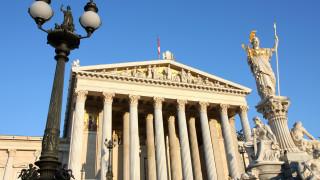 Дясното правителство на Австрия заплашва независимостта на централната...