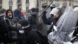 Стачка блокира петролни рафинерии във Франция