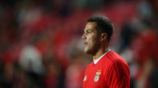 Жулио Сезар затваря футболния кръг в кариерата си