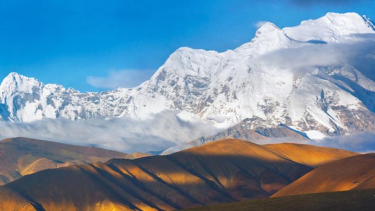 Утре шерпи изкачват най-високата точка на Шиша Пангма в търсене на Боян Петров