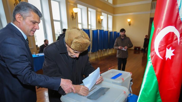 Азербайджанската полиция задържа над 20 опозиционни и независими кандидати, които