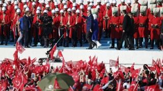 Каква работа имат Русия и Иран в Сирия, пита Ердоган, критикувайки и САЩ