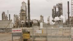 Евтиният петрол срина печалбата на Exxon Mobil с над 50%