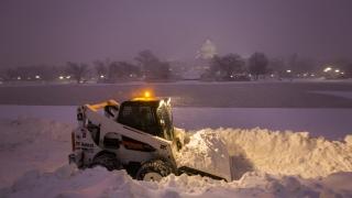 В Twitter се забавляват със #Snowzilla, връхлетяла изтока на САЩ