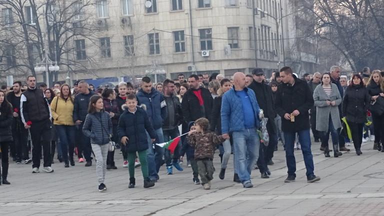 Снимка: Кюстендилци излязоха на бдение заради убития Валери