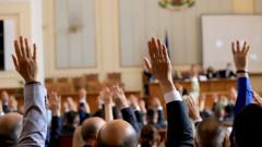 Народното събрание единодушно прие оставката на кабинета