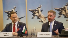 Lockheed Martin: Самолетите летят, а за радари да каже правителството
