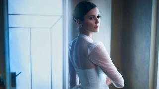 Защо Нина Добрев облече булчинска рокля