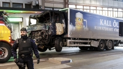 Изтеглиха камиона-камикадзе в Стокхолм