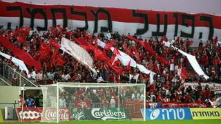 Фенове и играчи се бият в дербито на Израел
