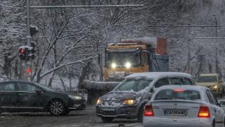 Автобус с пътници се удари в спрял автомобил на пътя Разград- Попово
